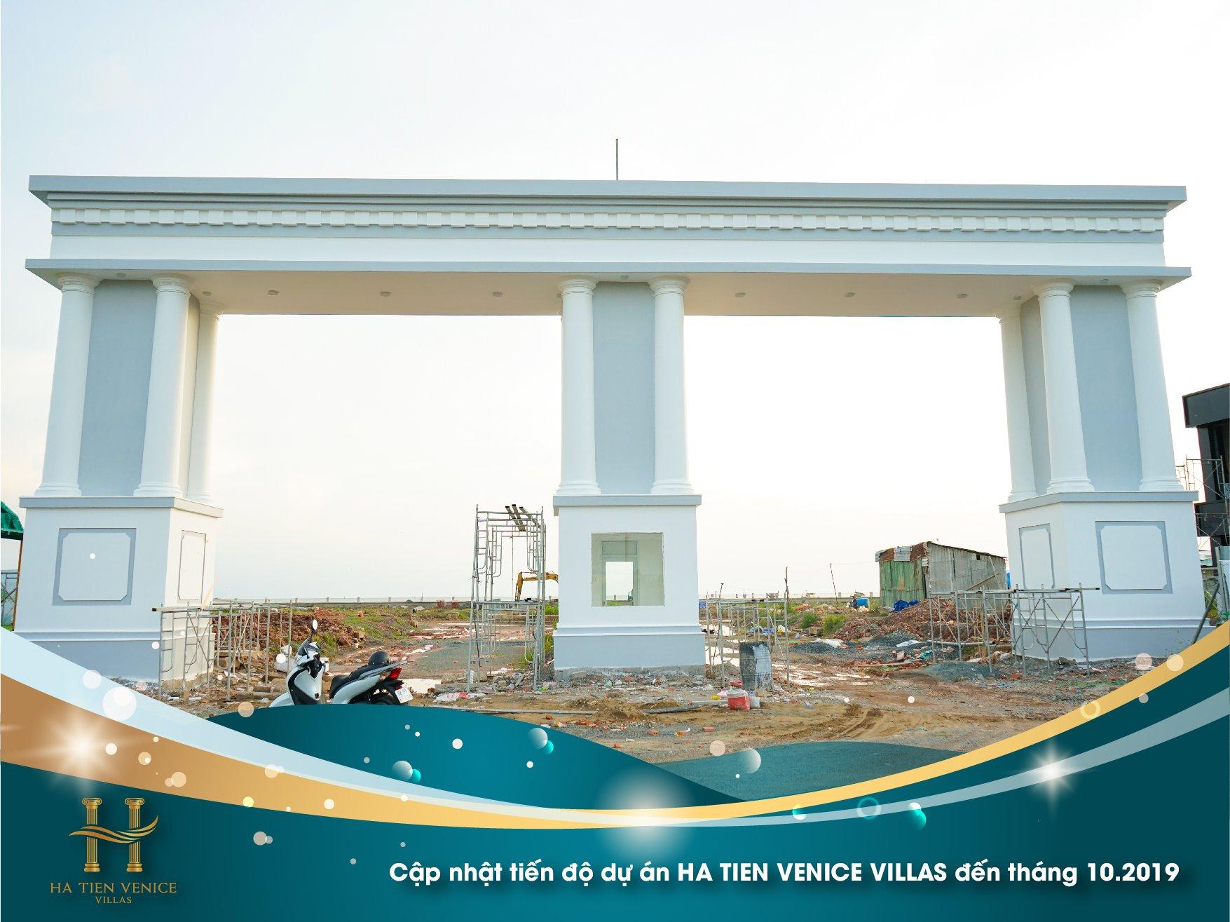 Cổng chào dự án với phong cách kiến trúc La Mã