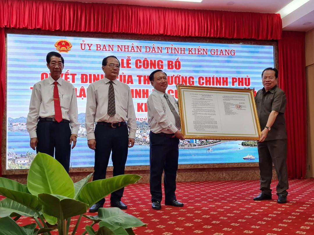 Kiên Giang công bố Quyết định thành lập Khu kinh tế cửa khẩu Hà Tiên